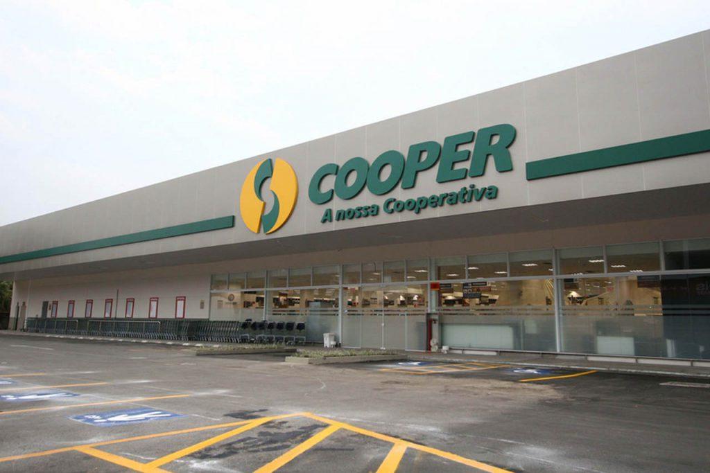 Cooper apresenta os novos formatos de lojas e o plano estratégico propõe investimento para fortalecer outras frentes de atuação, juntamente com as farmácias e o e-commerce